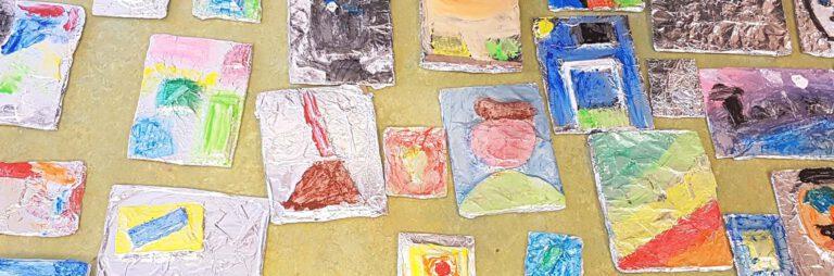 veerschillende kinderwerkstukjes relief